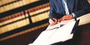 С образованием юриста