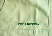 Вышивка на медицинских халатах. Вышивка логотипов компании на медицинс