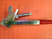 Ключ  рычажной большой для крепления чирозов (пружинный зажим)